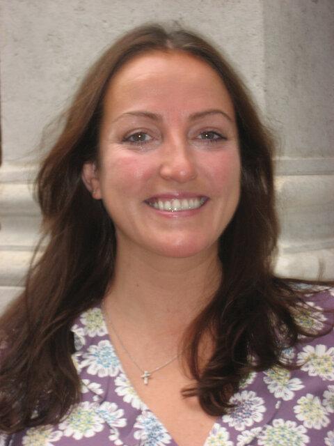 Dr Lesley Drake
